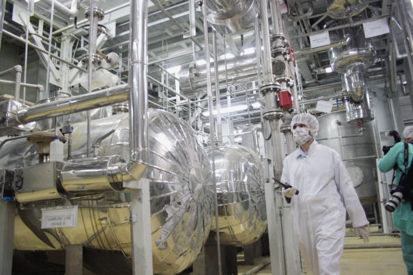 Iran「Iranian President Tours Nuclear Facilities」:写真・画像(1)[壁紙.com]