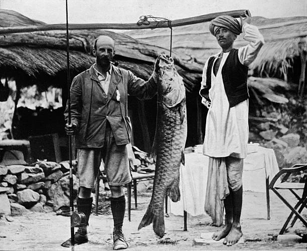 '59 lb Mahseer, Caught by Capt. H. B. D. Campbell, R.E., in the Upper Ganges', c1903:ニュース(壁紙.com)