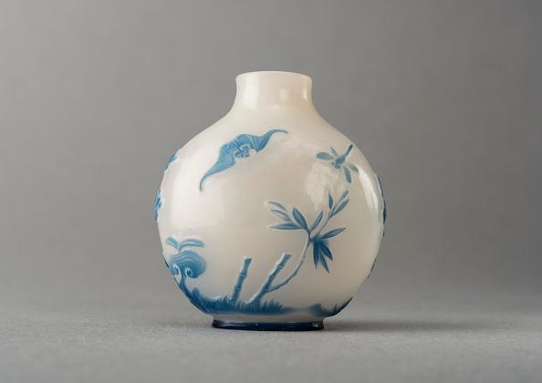 Digital Composite「White Glass Snuff Bottle With Blue Overlay」:写真・画像(6)[壁紙.com]