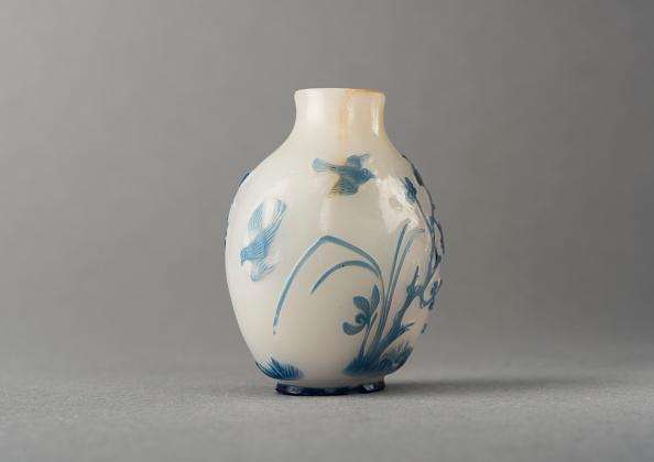 Digital Composite「White Glass Snuff Bottle With Blue Overlay」:写真・画像(5)[壁紙.com]