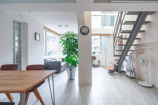 Studio Apartment「House interior with living room and a table」:スマホ壁紙(7)
