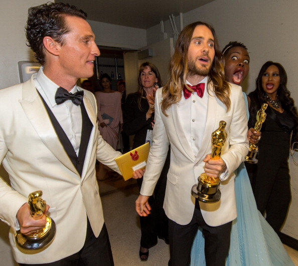 Holding「86th Annual Academy Awards - Backstage」:写真・画像(6)[壁紙.com]