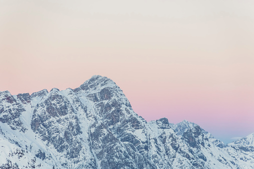Ski Resort「View over snowy mountains with evening sky at dusk, Saalbach Hinterglemm, Pinzgau, Austria」:スマホ壁紙(2)