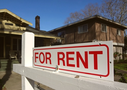 Bungalow「For rent real estate sign in front of a California home」:スマホ壁紙(19)