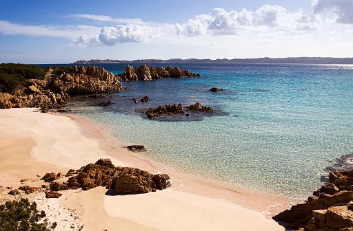 Island「A daytime view of the Island of Budelli in Sardinia, Greece」:スマホ壁紙(13)