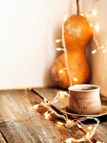かえでの葉「カラバッシュ、古い木の背景に対する秋の休日のカボチャの配置、カボチャ、スカッシュ」:スマホ壁紙(8)