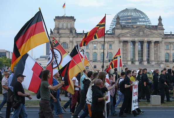 Patriotism「Pegida Supporters March In Berlin」:写真・画像(8)[壁紙.com]