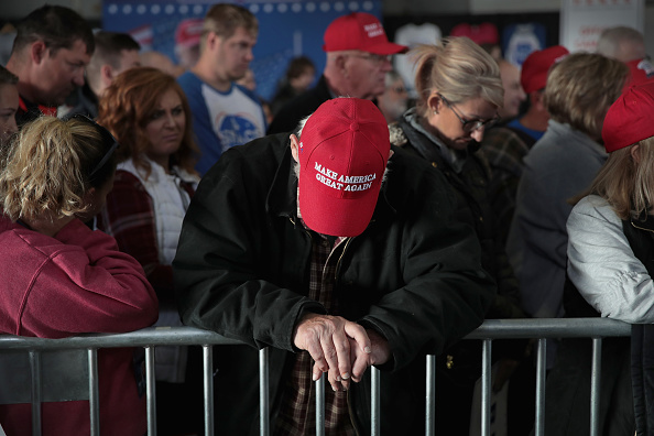 Kelly public「Donald Trump Holds MAGA Campaign Rally In Southern Illinois Ahead Of Midterm Elections」:写真・画像(2)[壁紙.com]