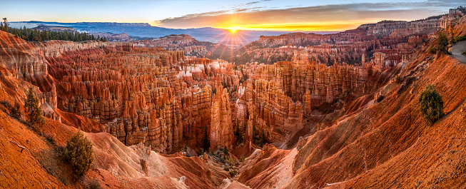 Orange Color「big panoramic photo of sunrise in Bryce Canyon National Park. Utah, USA.」:スマホ壁紙(3)