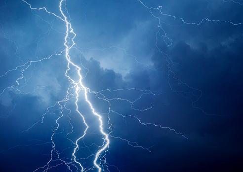 Forked Lightning「Lightning during summer storm」:スマホ壁紙(11)