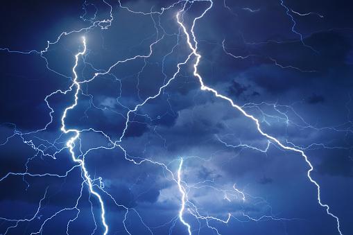 Forked Lightning「Lightning during summer storm」:スマホ壁紙(6)