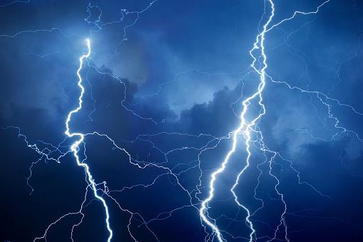 Forked Lightning「Lightning during storm at night」:スマホ壁紙(5)
