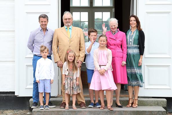 Denmark「Annual Summer Photocall For The Danish Royal Family At Grasten Castle」:写真・画像(6)[壁紙.com]