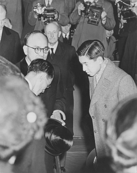 Greeting「Akihito Arrives In London」:写真・画像(14)[壁紙.com]
