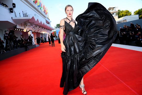 "Venice International Film Festival「""The World To Come"" Red Carpet - The 77th Venice Film Festival」:写真・画像(16)[壁紙.com]"