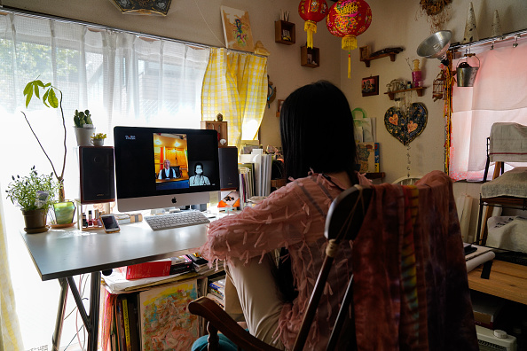 Loading「People Watch 'One World: Together At Home' In Tokyo」:写真・画像(9)[壁紙.com]
