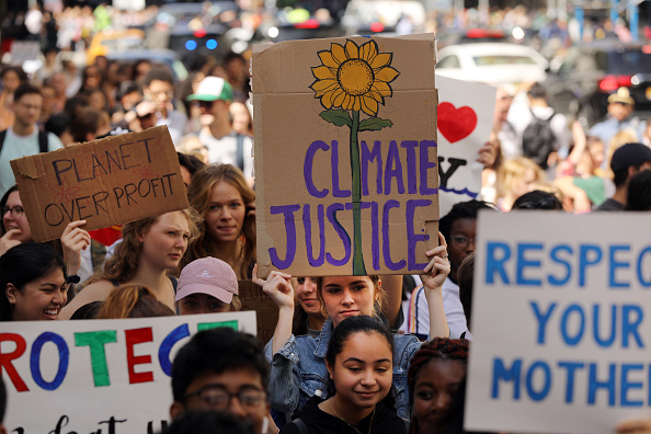 Environment「Thousands Of Americans Across The Country Participate In Global Climate Strike」:写真・画像(2)[壁紙.com]