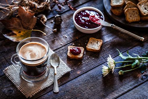 Breakfast「Coffee drink on garden table」:スマホ壁紙(2)