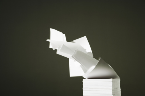 Stack「White blank papers blowing off stack, close-up」:スマホ壁紙(18)