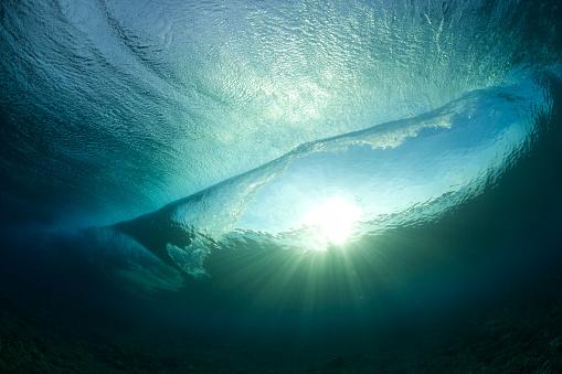 Surreal「View under a wave」:スマホ壁紙(17)