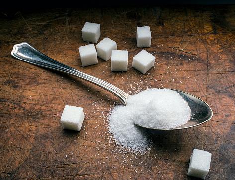 Unhealthy Eating「sugar spoon on wood」:スマホ壁紙(1)