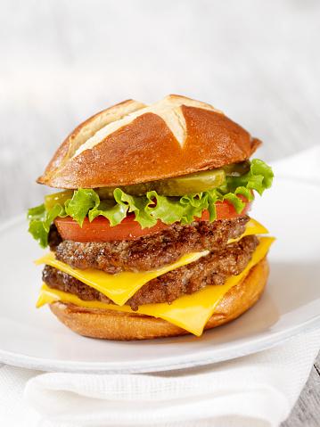 Cheeseburger「The Pretzel Burger」:スマホ壁紙(13)