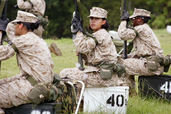 女「Women Train to Become U.S. Marines」:写真・画像(9)[壁紙.com]