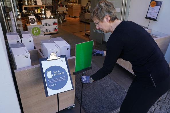 Outdoors「Stores Reopen In Berlin As Coronavirus Lockdown Eases」:写真・画像(15)[壁紙.com]