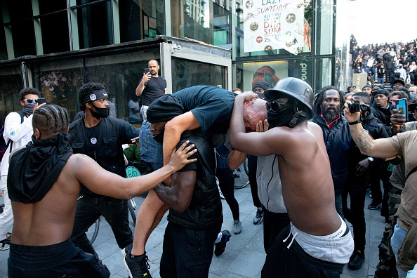 英国 ロンドン「Far-Right Protesters React To Anti-Racism Demonstrations」:写真・画像(4)[壁紙.com]