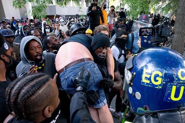 英国 ロンドン「Far-Right Protesters React To Anti-Racism Demonstrations」:写真・画像(6)[壁紙.com]