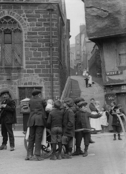 1900-1909「Children At West Street Exeter」:写真・画像(0)[壁紙.com]