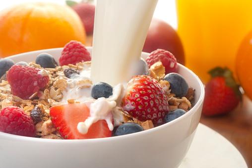 Crunchy「Healthy muesli breakfast with milk」:スマホ壁紙(5)
