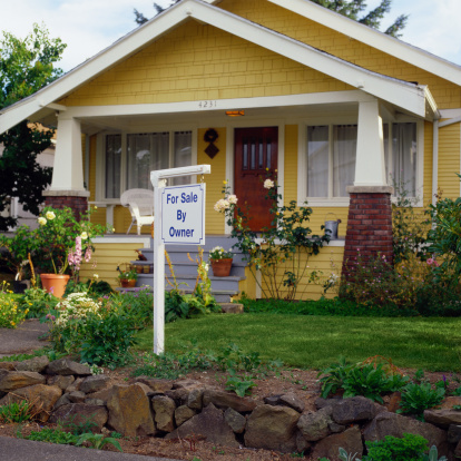 Bungalow「House With a For Sale By Owner Sign」:スマホ壁紙(4)