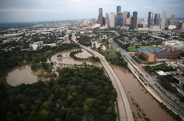 Downtown District「Epic Flooding Inundates Houston After Hurricane Harvey」:写真・画像(5)[壁紙.com]