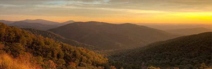 Boreal Forest「Blue Ridge Mountains at Dusk」:スマホ壁紙(3)