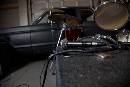 Rock Music「Band equipment in garage」:スマホ壁紙(7)