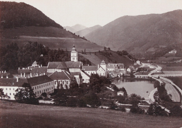 General View「Lilienfeld: General View With The Cistercian Monastery. In The Background: The Monastery Park. About 1880. Photograph By Glaninger'S Nephew / Lilienfeld. Photograph.」:写真・画像(7)[壁紙.com]