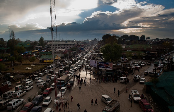 Traffic「Powerful Earthquake Strikes Northern Afghanistan」:写真・画像(5)[壁紙.com]