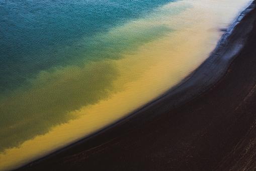 黒砂「Water patterns with black beach, Iceland」:スマホ壁紙(9)
