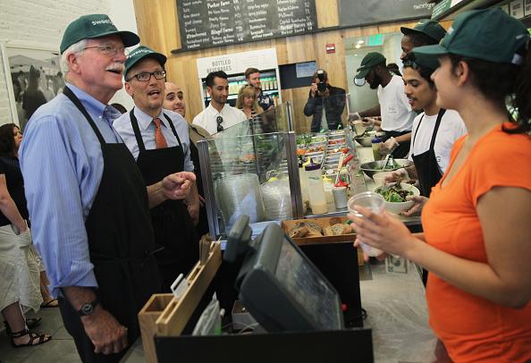Salad「Labor Secretary Perez Discusses Raising Minimum Wage During Visit To DC Restaurant」:写真・画像(14)[壁紙.com]
