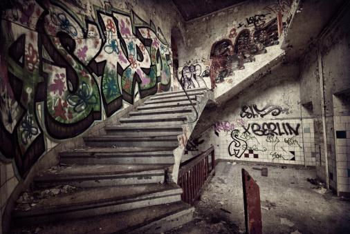 Teenager「Old dark ruin」:スマホ壁紙(8)