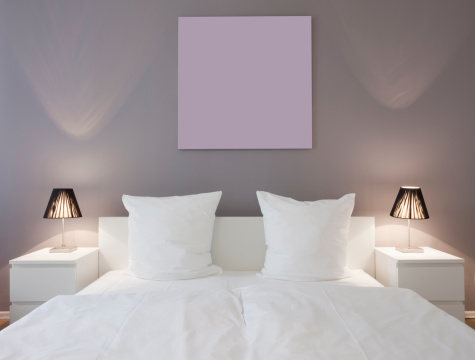 Duvet「White master bed with white night stands and lights」:スマホ壁紙(3)