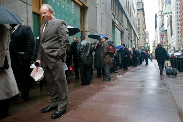 Crisis「IRS Career Fair Attracts Job Seekers In New York City」:写真・画像(14)[壁紙.com]