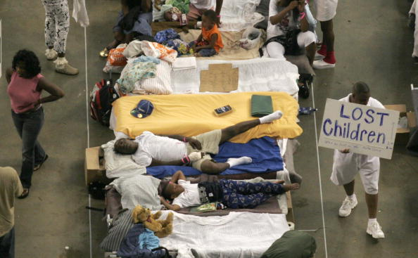 Emergency Shelter「Shelters For Katrina Victims Relocated To Houston」:写真・画像(18)[壁紙.com]