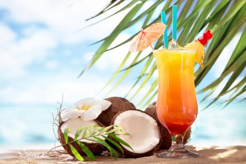Pineapple「Tequila sunrise cocktail on the beach」:スマホ壁紙(12)
