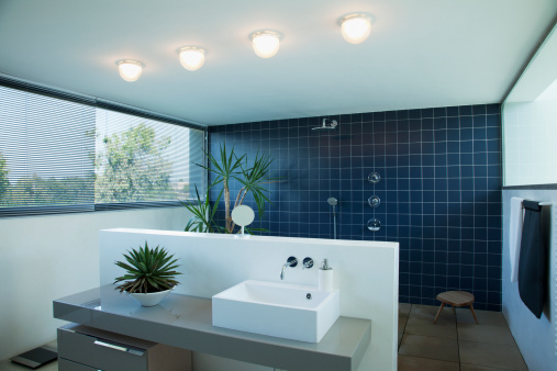 Sink「Tiled open shower in modern bathroom」:スマホ壁紙(9)