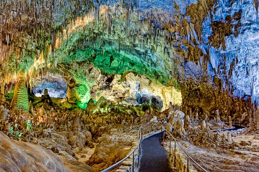 "Stalactite「Walkway leading into ""The Big Room"", Carlsbad Caverns, New Mexico」:スマホ壁紙(4)"