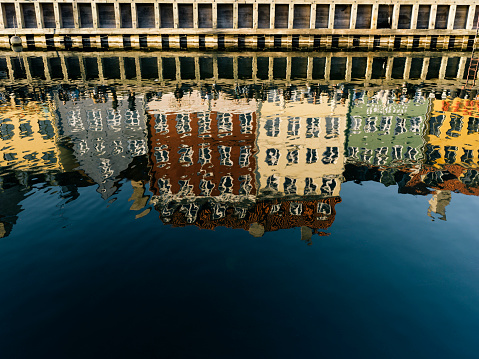 Danish Culture「House reflections at Nyhavn canal and waterfront in Copenhagen Denmark」:スマホ壁紙(2)