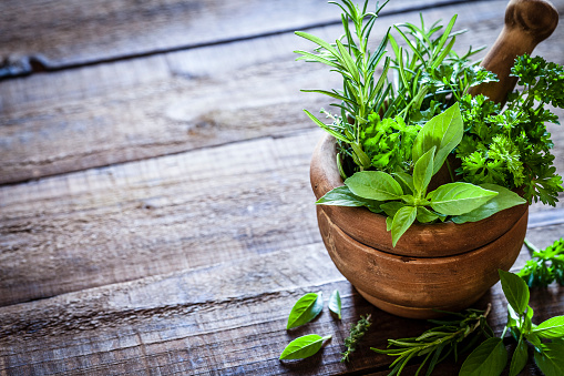Recipe「Mortar and pastle with fresh herbs for cooking on rustic wooden table」:スマホ壁紙(9)