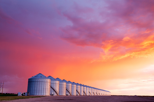 Storm Cloud「Grain Storage Silos Canadian Prairie Saskatchewan」:スマホ壁紙(16)